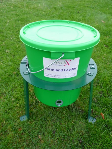 PERDIX Farmland Feeder Stand with feeder in place