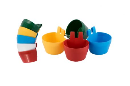 Feeding and drinking cage cups in different colours